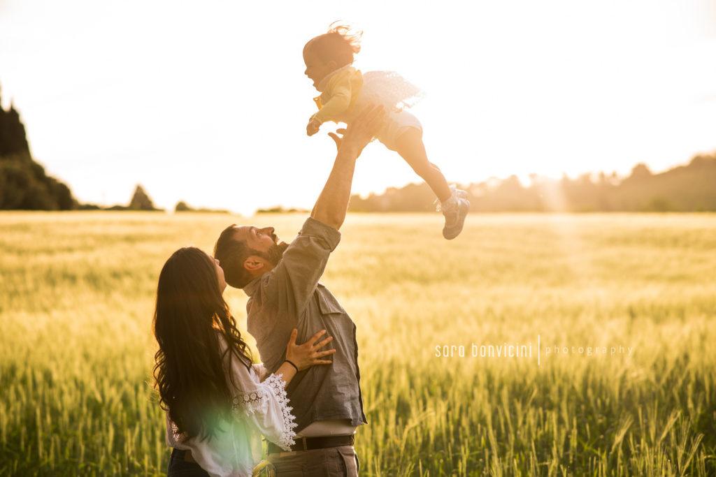Fotografia di una famiglia felice a Rimini e Cesena