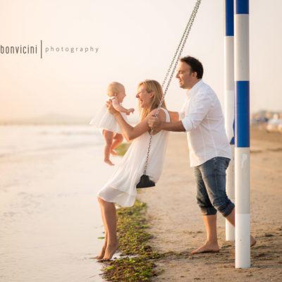 fotografia spontanea di una famiglia felice - ritratti contemporanei di famiglia