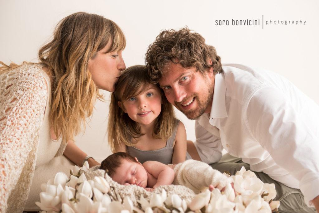 servizio fotografico neonato con sorellina